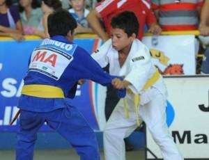 Judocas na disputa da categoria infantil masculino nos Jogos Escolares Maranhenses (JEMs) (Foto: Divulgação)