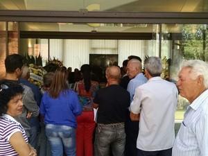 Amigos e familiares estiveram presente no velório do piloto (Foto: Diogo Marques/G1)
