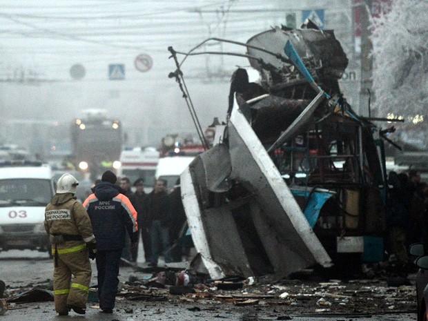 Trolebus foi alvo de uma bomba nesta segunda-feira (30), em Volgrado, na Rússia. (Foto: Sergei Karpov/Reuters)
