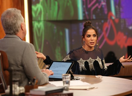 Anitta 'proíbe' o crush de pesquisar suas fotos antigas na web