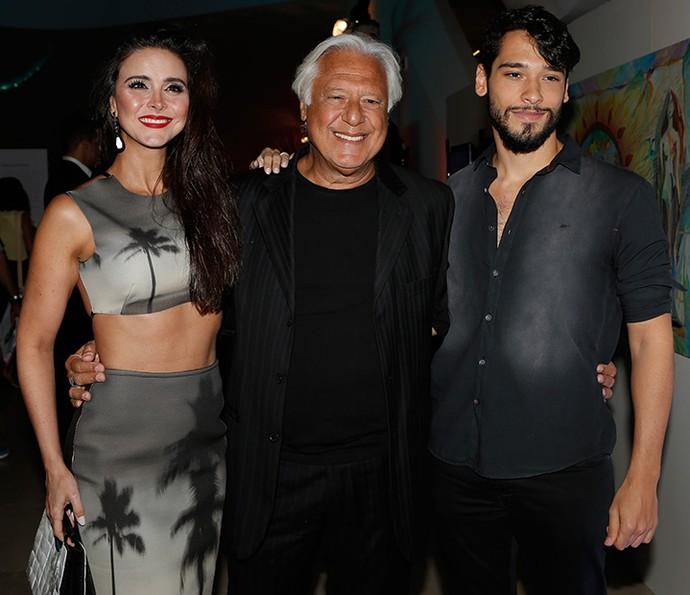 Antonio Fagundes posa com a mulher e o filho, Bruno Fagundes (Foto: Fábio Rocha/Gshow)