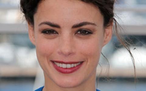 Bérénice Bejo aposta em penteado estiloso para o Festival de Cannes