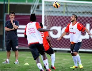 Dunga em treino do Inter no Rio (Foto: Alexandre Lops / Inter, DVG)