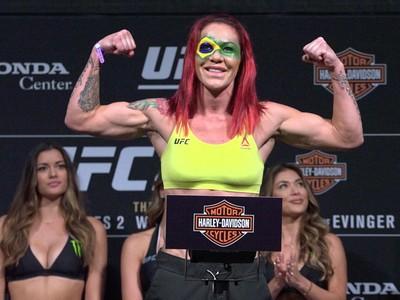 Cris Cyborg, pesagem, UFC 214 (Foto: Evelyn Rodrigues)