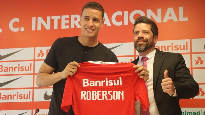 Roberson é apresentado como jogador do Inter  (Foto: Eduardo Deconto)