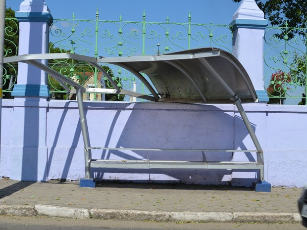 Ponto de ônibus no bairro Pecuária. (Foto: Letícia Bucker/ G1)