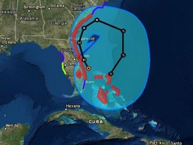"""Rota traçada pelo serviço nacional de metereologia dos EUA prevê um caminho em """"U"""" para o furacão. (Foto: NHS)"""