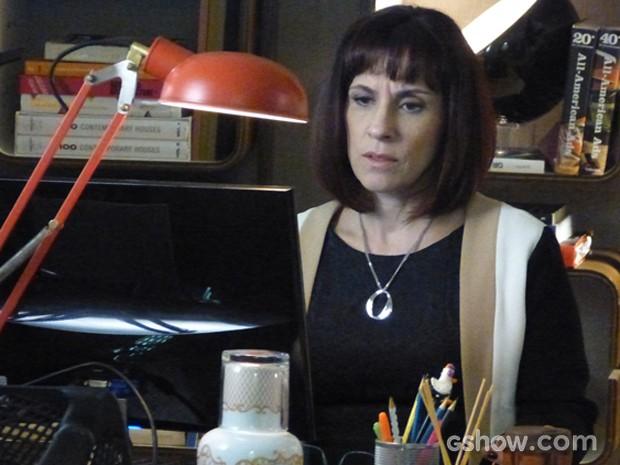 Débora escreve matéria sem avisar Verônica (Foto: Geração Brasil/TV Globo)