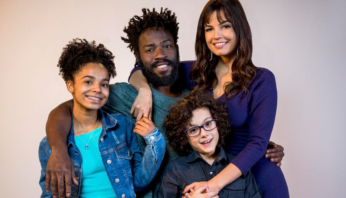 Emanuelle Araújo e Douglas Silva estrelam nova série brasileira da Netflix