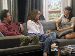 Isabela contas as maldades de Bernardo para Fabiano e Laura