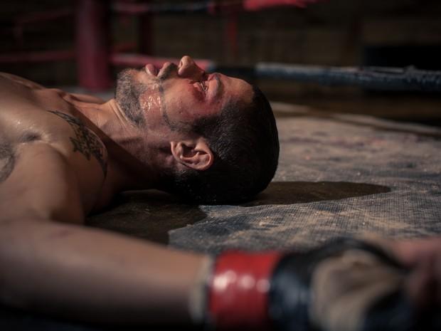 José Loreto interpreta um José Aldo que aprende a se levantar em 'Mais forte que o mundo' (Foto: Divulgação)