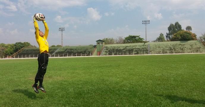 Tony deixou passar cinco bolas e fez Guaraí perder chances de classificação na Segundona (Foto: Tony/Arquivo pessoal)