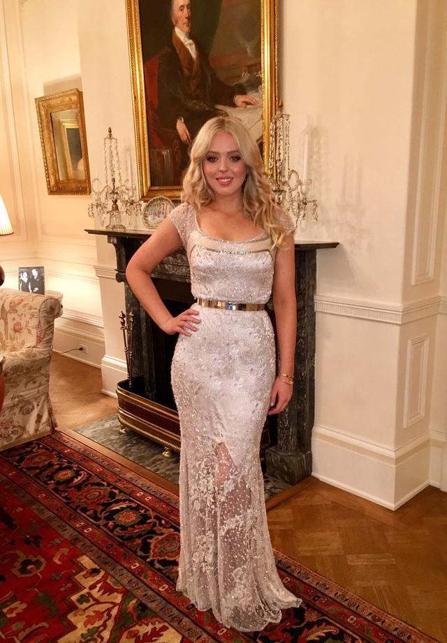 Tiffany Trump mostra seu look em foto na Casa Branca (Foto: Reprodução)