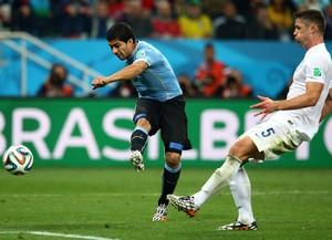 Suarez gol Uruguai x Inglaterra (Foto: Getty Images)