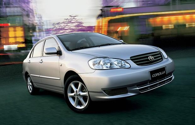 Corolla 2002 (foto) e 2003, nas versões XEi e SEG, passa por recall no Brasil (Foto: Divulgação)
