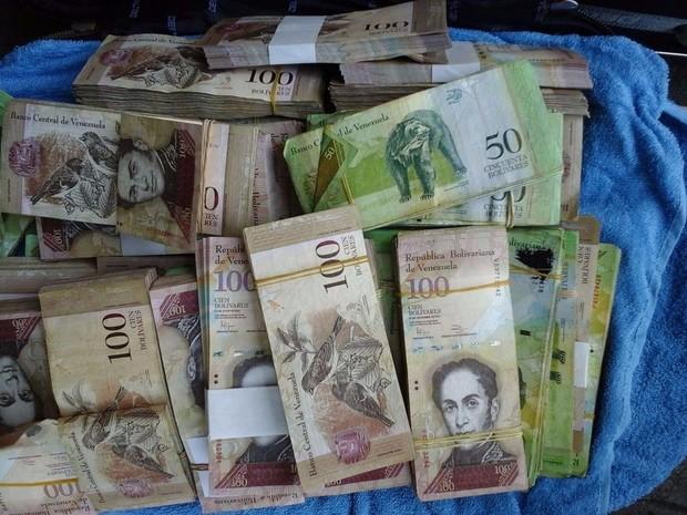 Dinheiro apreendido equivale a cerca de R$ 2,4 milhões (Foto: Divulgação/PRF)
