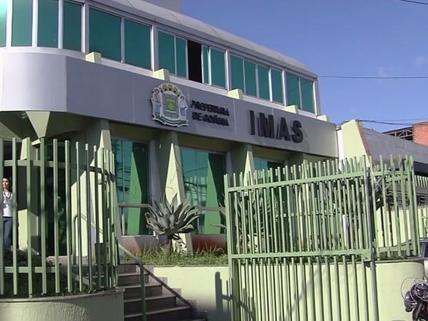 Médicos cadastrados ao Imas alegam que estão com pagamentos atrasados, em Goiânia, Goiás (Foto: Reprodução/TV Anhanguera)