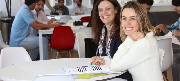 A Casa Cuca, fundada por Thais Guimarães (à esq.) e Tatiana Brochado, ajuda alunos que têm problemas de aprendizado (Foto: Divulgação)