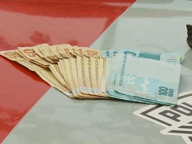 Dinheiro apreendido pela polícia após tentativa de assalto em Campinas (Foto: Reprodução/ EPTV)