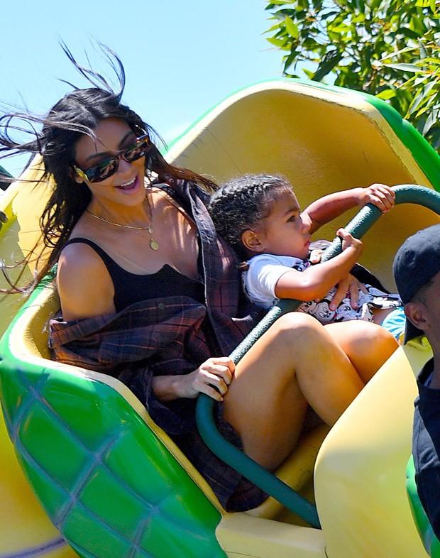 Kim Kardashian e North West (Foto: The Grosby Group)