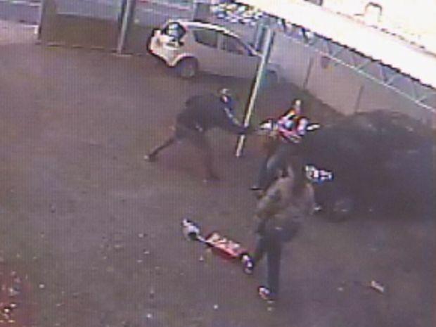 O criminosos ainda tentou levar a bolsa da outra mulher, mas, não conseguiu  (Foto: reprodução/TV Tem)