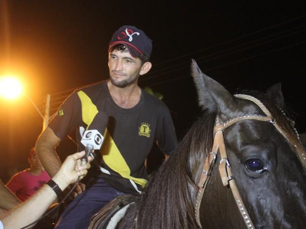 Gaúcho já é vaqueiro profissional há 20 anos (Foto: Ellyo Teixeira/G1)