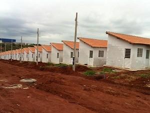 Cerca de 120 casas deveria ter sido entregues em Américo Brasiliense, SP (Foto: Felipe Turioni/G1)
