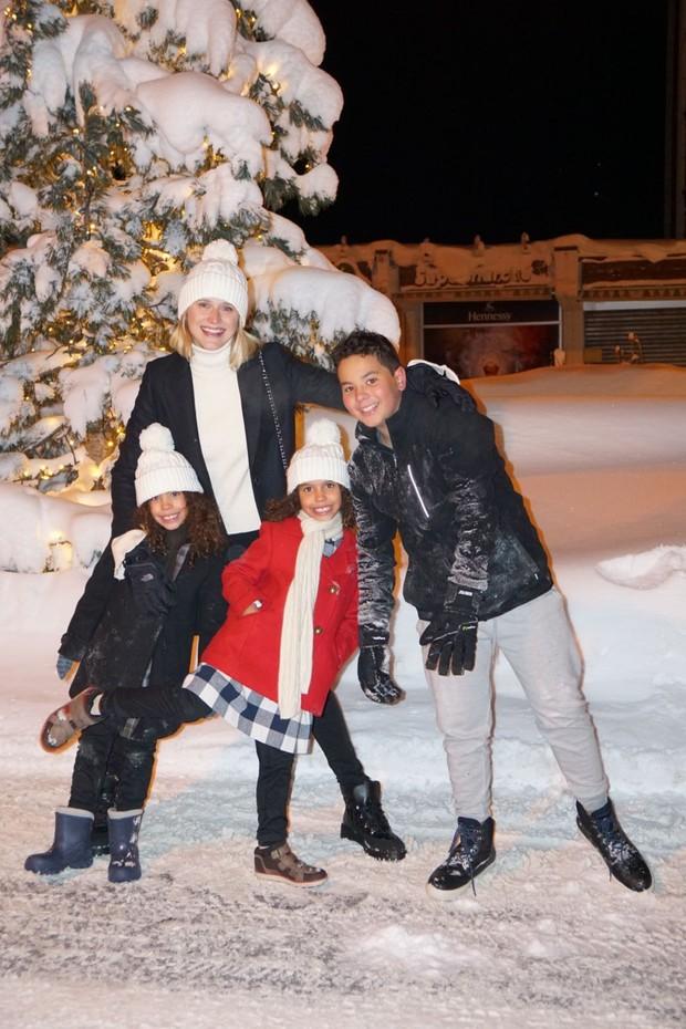 Celina Locks curte férias com Ronaldo Nazário, Ronald Nazário de Lima, Maria Alice, Maria Sofia e  Alexander (Foto: Exclusiva Vogue Brasil)