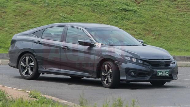 Nova geração do Honda Civic circula em testes no interior de SP