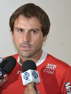 Neto Gaúcho, zagueiro do Vila Nova (Foto: Fábio Alves/GLOBOESPORTE.COM)