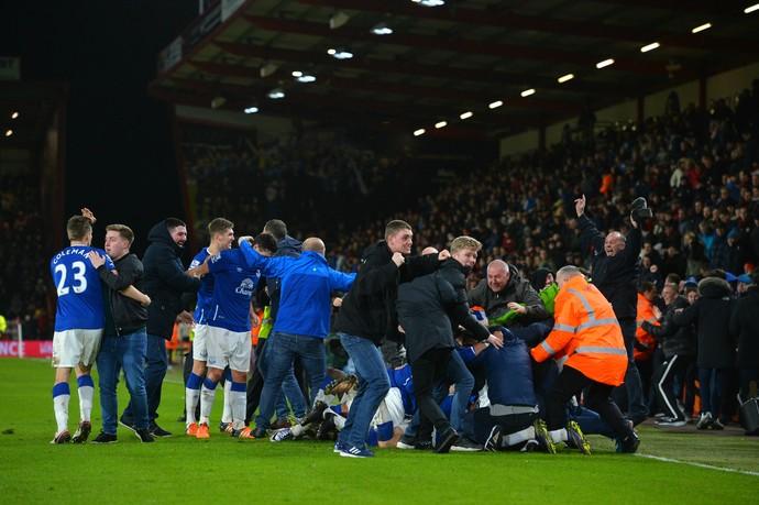 Torcida Everton gol Barkley (Foto: AFP)