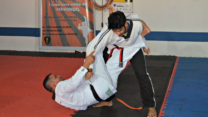 Arud Freitas durante treino com o mestre Levy Azevedo para disputa do Brasileiro 2015 (Foto: Quésia Melo)