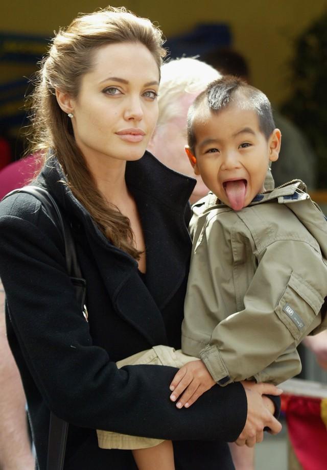 Maddox com a mãe, Angelina Jolie, em 2005: fofo!  (Foto: Getty Images)
