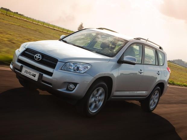 Toyota RAV4 2011 foi chamada para recall por causa de problema no banco (Foto: Divulgação)