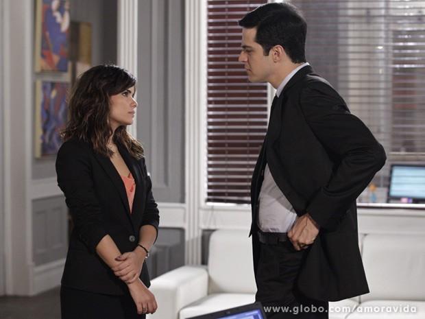 Aline e Félix sempre se estranham (Foto: Amor à Vida / TV Globo)