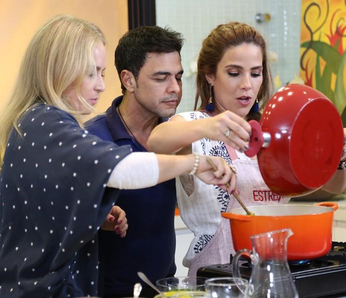 Angélica ajuda Wanessa Camargo na cozinha (Foto: Carol Caminha/Gshow)