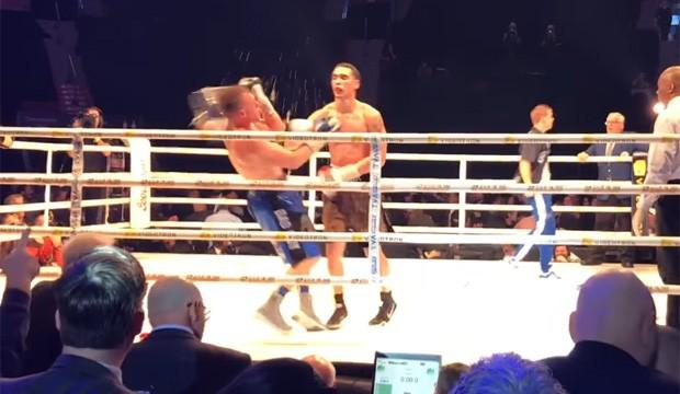 Esse cara nunca mais vai pedir gelo após uma luta (Foto: Reprodução/Youtube)
