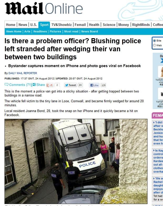 Van da polícia britânica ficou entalada entre dois prédios. (Foto: Reprodução/Daily Mail)