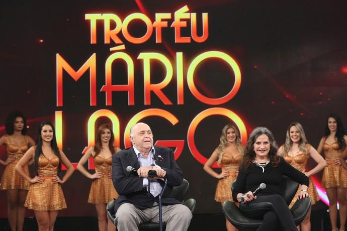 Casal no palco do 'Domingão' (Foto: Carol Caminha/Gshow)