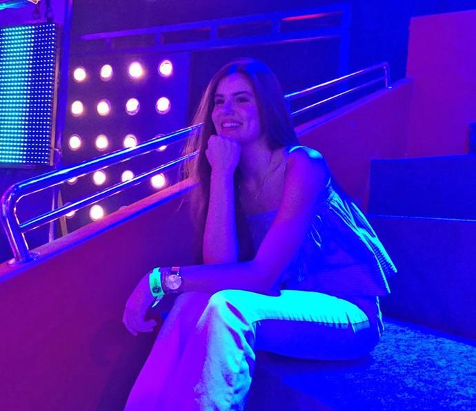 Camila Queiroz já está no estúdio do 'Caldeirão' para ver Fifth Harmony de perto (Foto: Guilherme Toscano / Gshow)