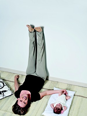 exercícios, pernas para o ar (Foto: Rodrigo Schmidt)