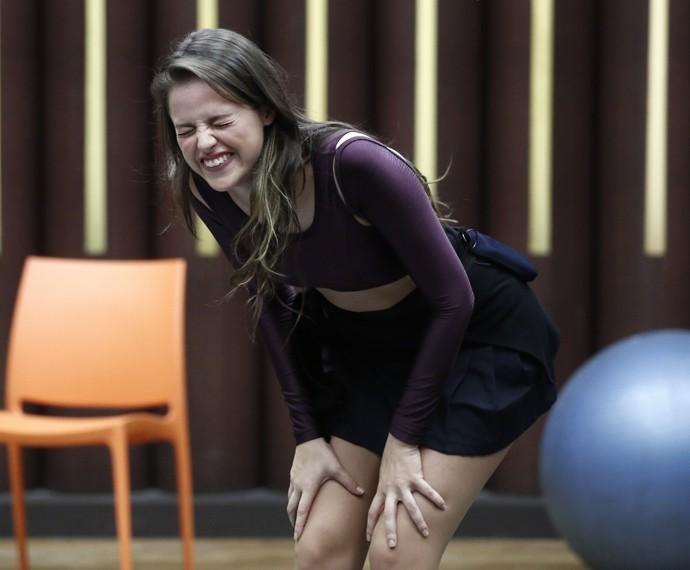 Agatha não consegue segurar o riso e dá gargalhadas no 'Dança' (Foto: Inácio Moraes / Gshow)
