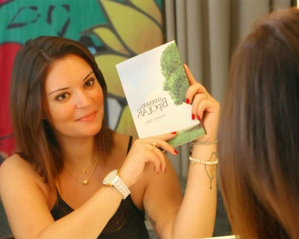"""Manoela Serra é autora do livro """"O Diário Bipolar"""" (Foto: Arquivo pessoal)"""