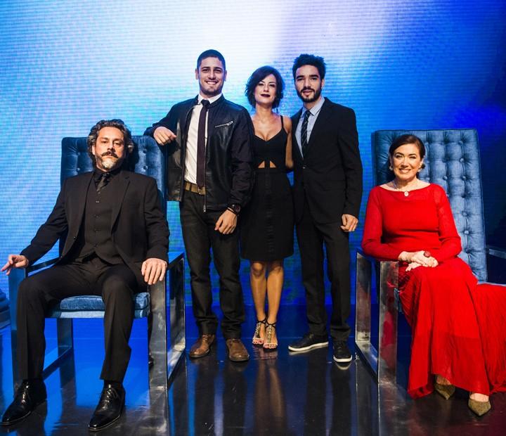 Lilia Cabral posou ao lado da família na trama de Império (Foto: João Miguel Júnior / TV Globo)
