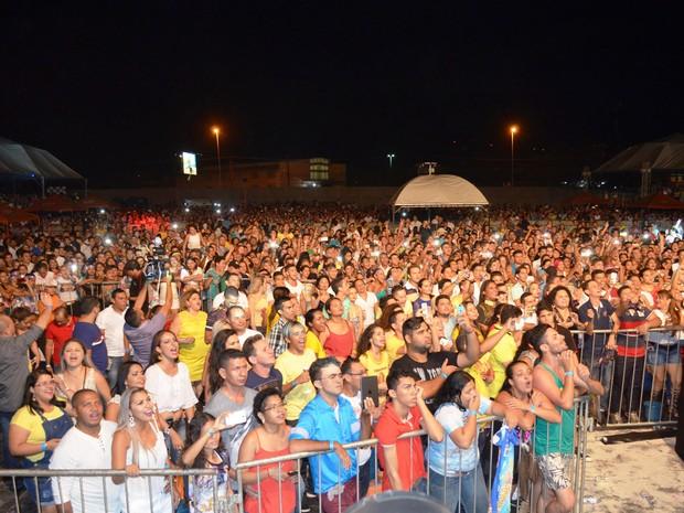 Multidão acompanhou show de Joelma em Macapá nesta sexta-feira (1º) (Foto: John Pacheco/G1)