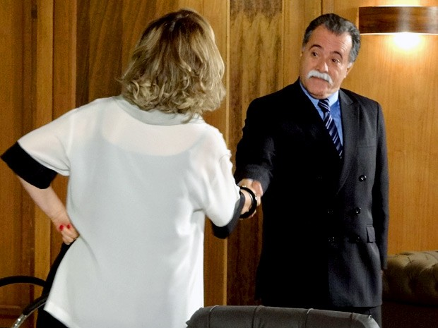 Charlô e Otávio combinam mais um desafio (Foto: Guerra dos Sexos / TV Globo)