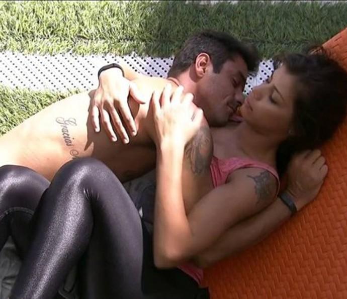 Diego e Franciele em momento de carinho no BBB14 (Foto: TV Globo)