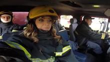 Cecília tem um dia de bombeiro e anda em um batmóvel  em Uberaba. Confira! (Divulgação)
