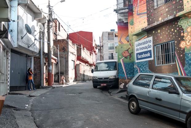 Sede do laboratório de inovação do Facebook em Heliópolis (Foto: Marcelo Brandt/G1)