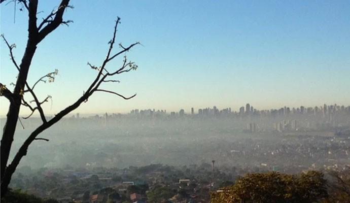 Névoa seca cobre o céu de Goiânia, GO